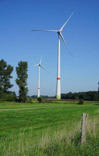 Diese Windräder hat SL-Windenergie in Rees aufgestellt. Sie haben die gleiche Nabenhöhe wie in Vorst. Nur die Flügel sind etwas kürzer. Foto: SL Windenergie